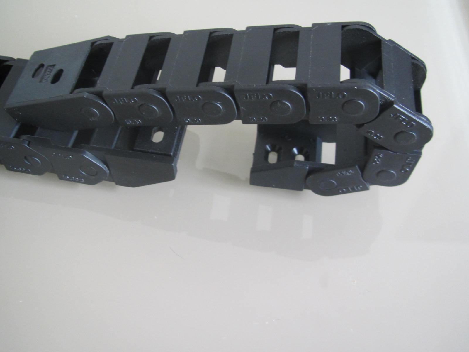 尼龙穿线拖链产品图