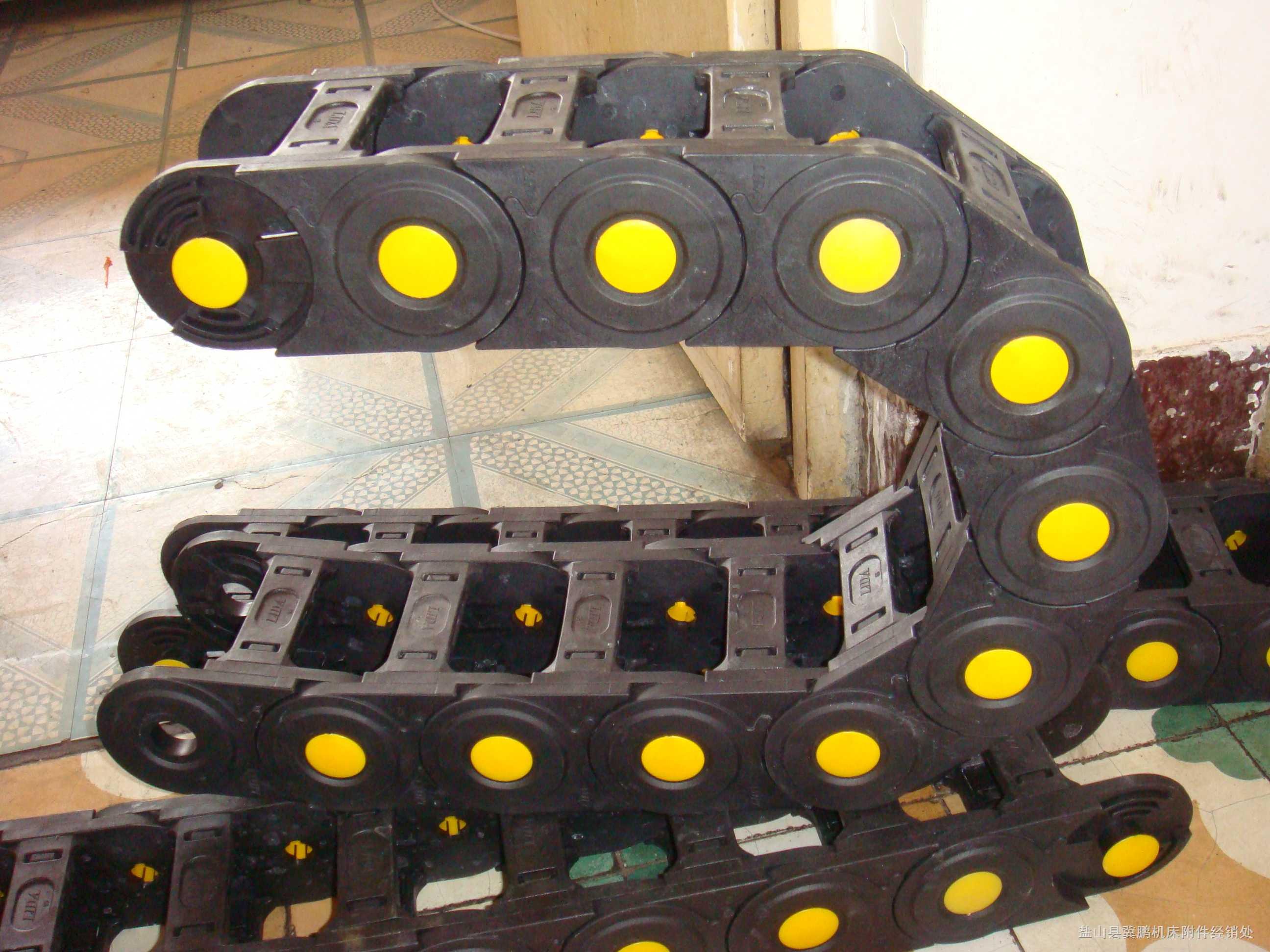 封闭式拖链、穿线塑料拖链产品图