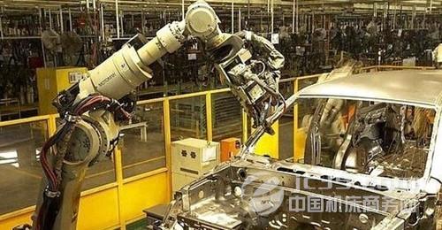 集成电路的应用,使机器人系统的可靠性有了很大提高